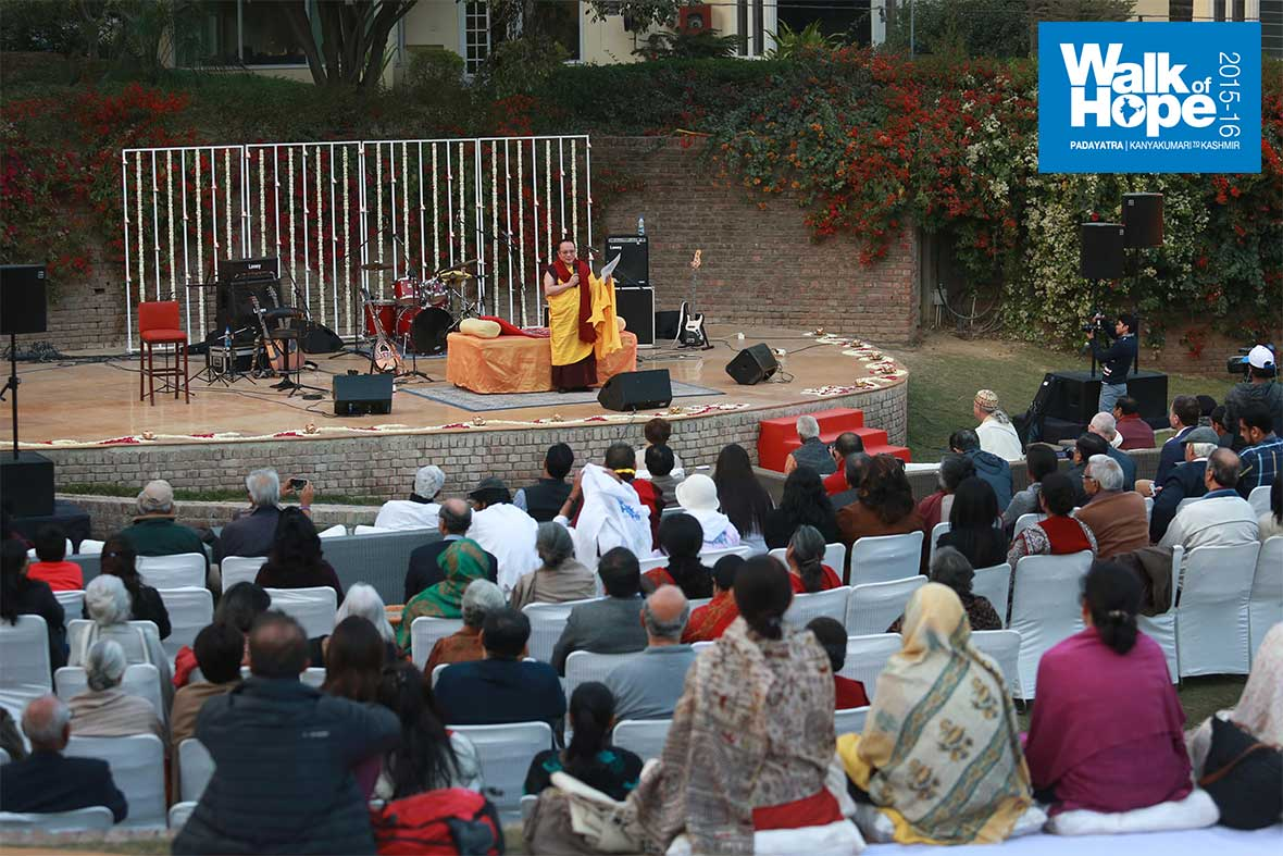 12His-Excellency-Tai-Situpa-Rinpoche-addresses-the-gathering-at-Zorba,-Sultanpur,-Delhi