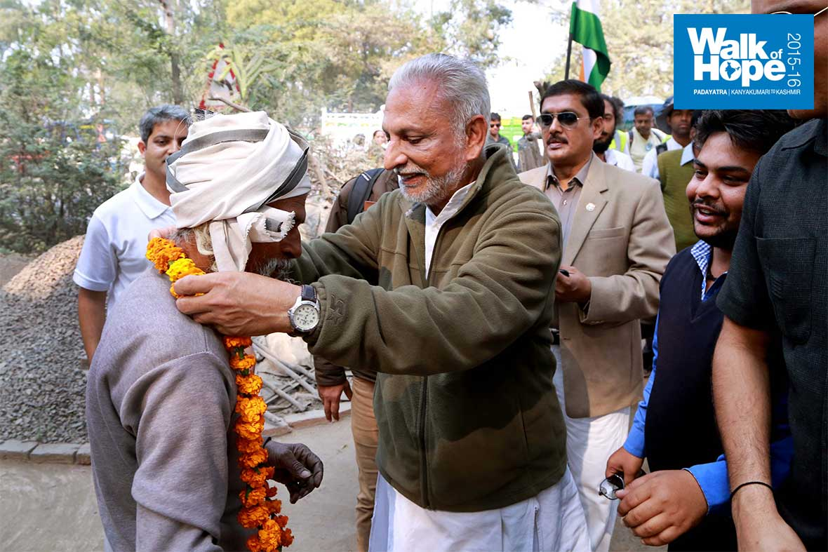 13.Sri-M-gives-back-in-the-same-coin!,-Panki-Padao,-Kanpur,-UP