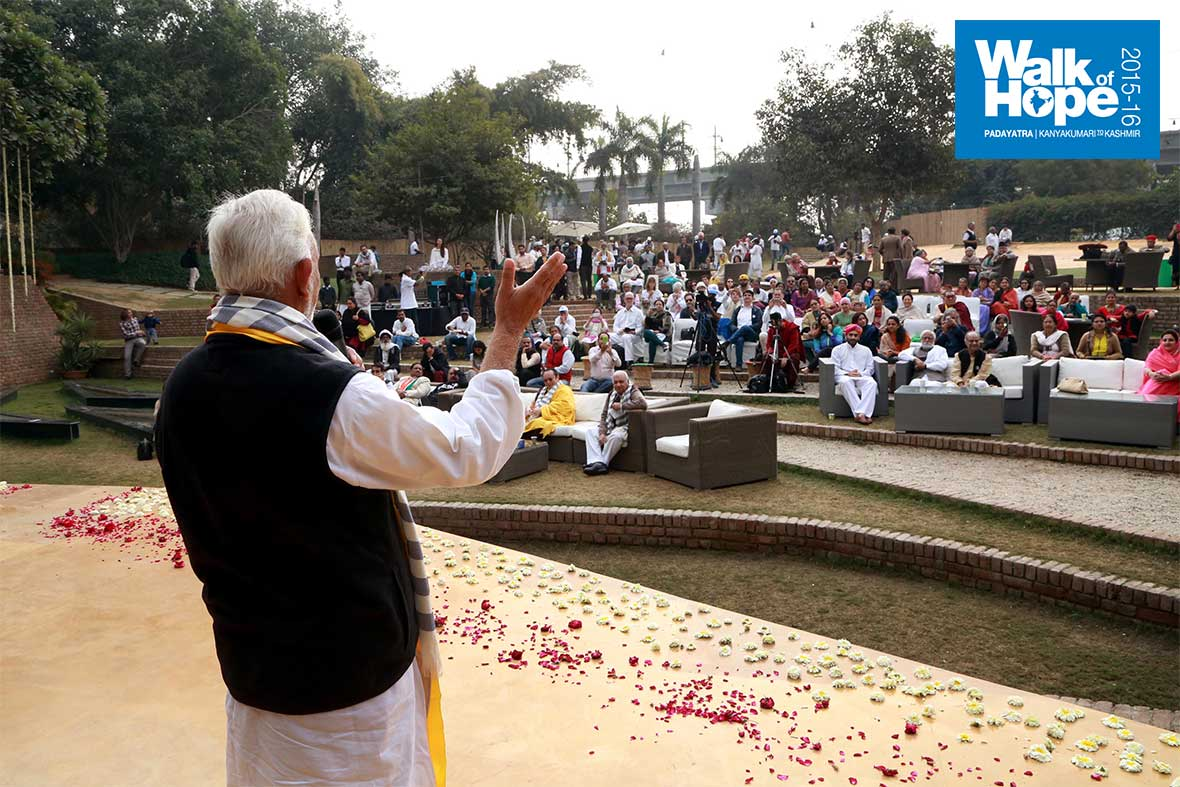 15.Sri-M-responds-to-the-warm-welcome-accorded-to-him-and-the-Padayatra-at-Zorba,-Delhi