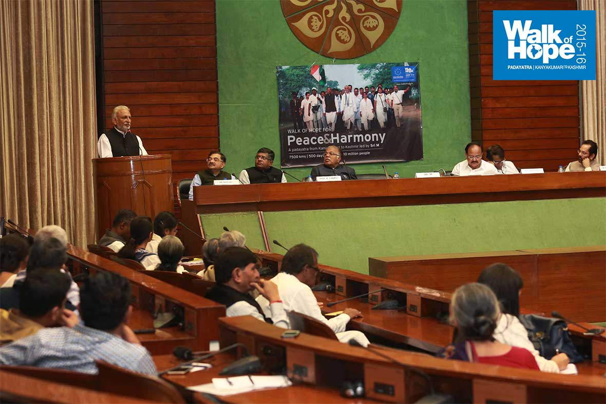 18.A-captive-audience!,-Parliament-Annexe,-New-Delhi