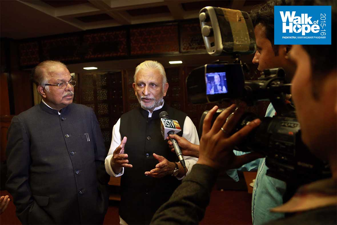 19.Speaking-to-the-media-after-his-address,-Parliament-Annexe,-New-Delhi