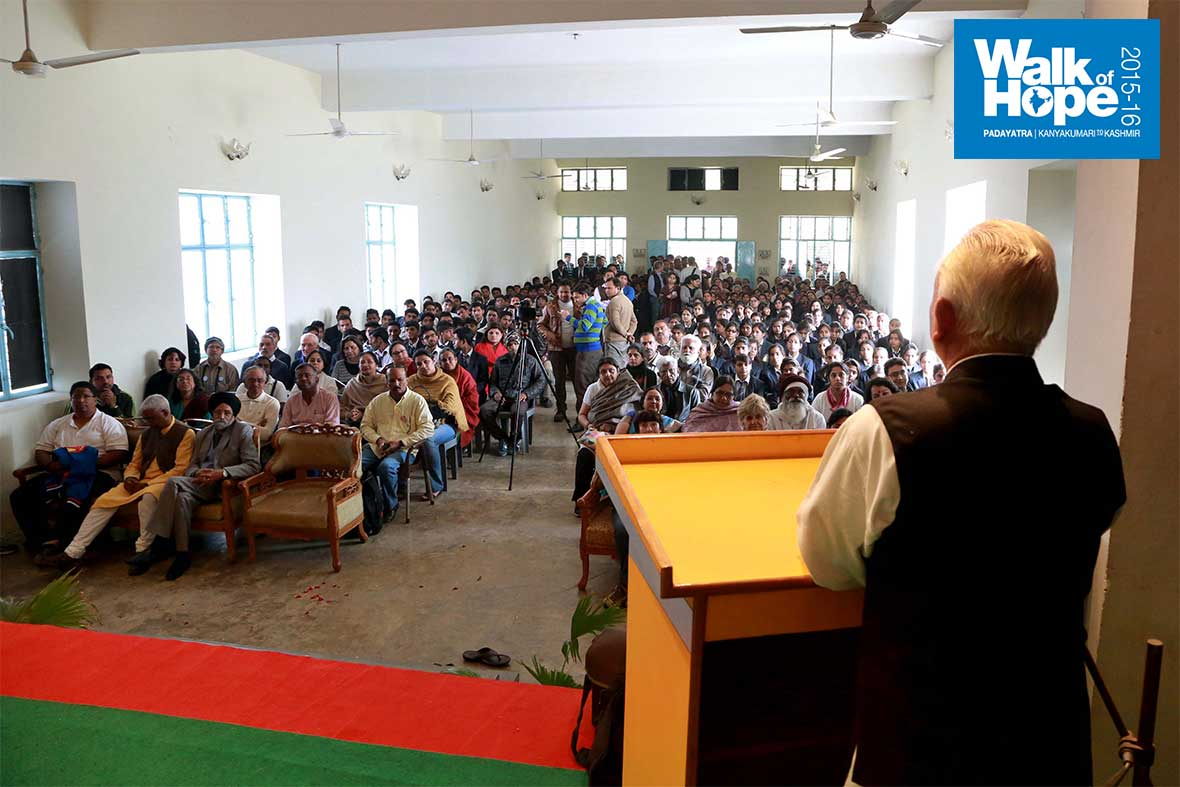 2.Addressing-students-and-staff-at-Bon-Maharaj-Institute,-Vrindavan,-UP