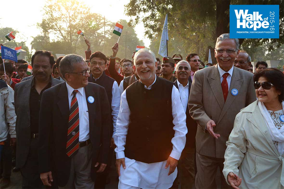 2.Sri-M-flanked-by-the-Vice-Chancellor-&-Pro-Vice-Chancellor-of-the-Aligarh-Muslim-University,-Aligarh,-UP