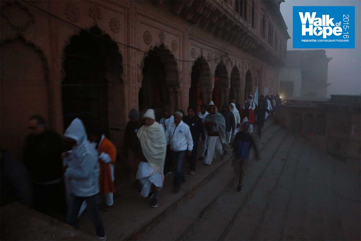 3.Up-close-to-the-river-bank-as-the-sun-breaks-free,-Vrindavan,-UP