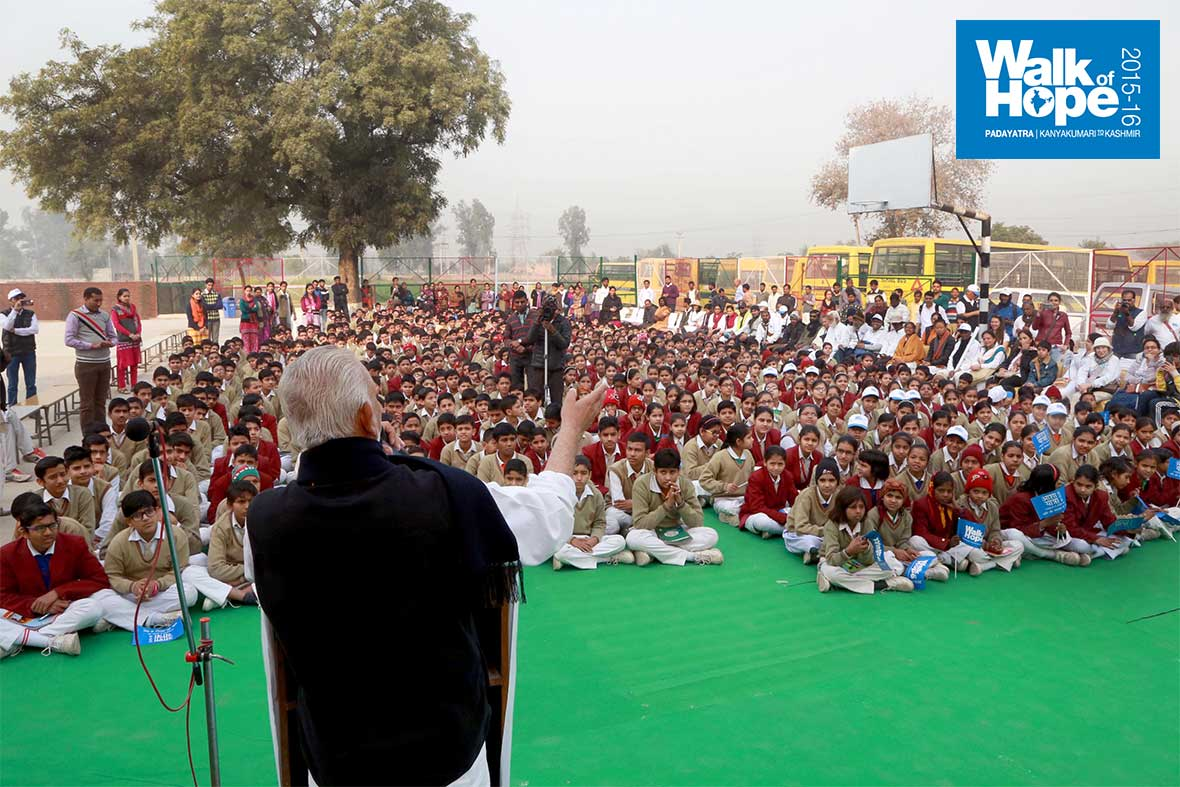 5.Reaching-out-to-the-future!,-Sri-M-at-SND-Public-School,-Palwal,-Haryana