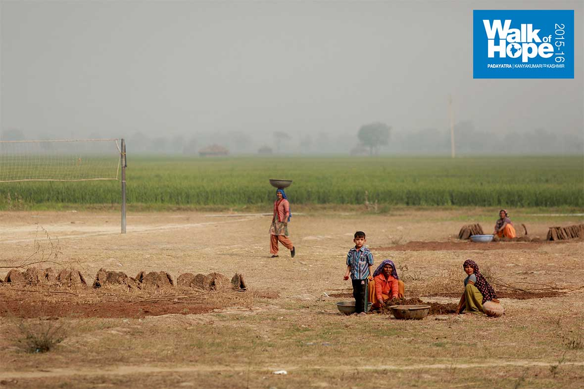 6.Volleyball-court-amidst-the-fields,-no-wonder-Haryana-is-a-sporting-powerhouse!,-Palwal,-Haryana