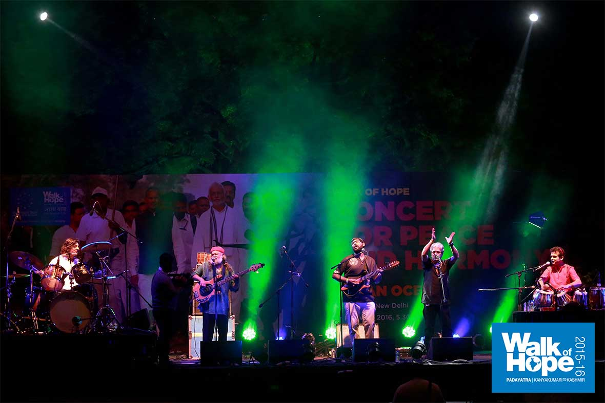 9.A-magical-night!,-the-Indian-Ocean-Band-at-Nehru-Park,-New-Delhi