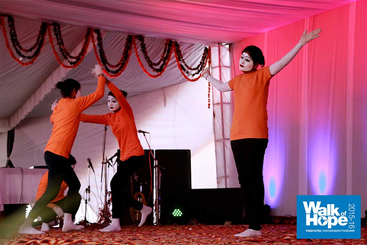 9.Putting-the-essence-of-the-Walk-of-Hope-in-mime!,-MK-College-for-Girls,-Hodal,-Haryana