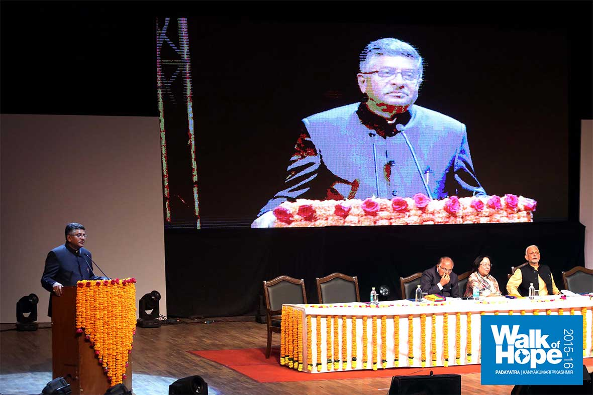9.Union-Minister-of-Communications-&-Information-Technology-Sri-Ravishankar-Prasad-shares-his-experiences-with-Sri-M,-Sir-Fort,-Delhi
