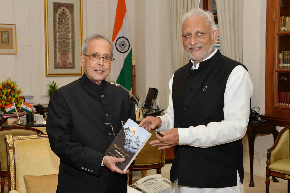 Sri-M-with-the-President-of-India-2