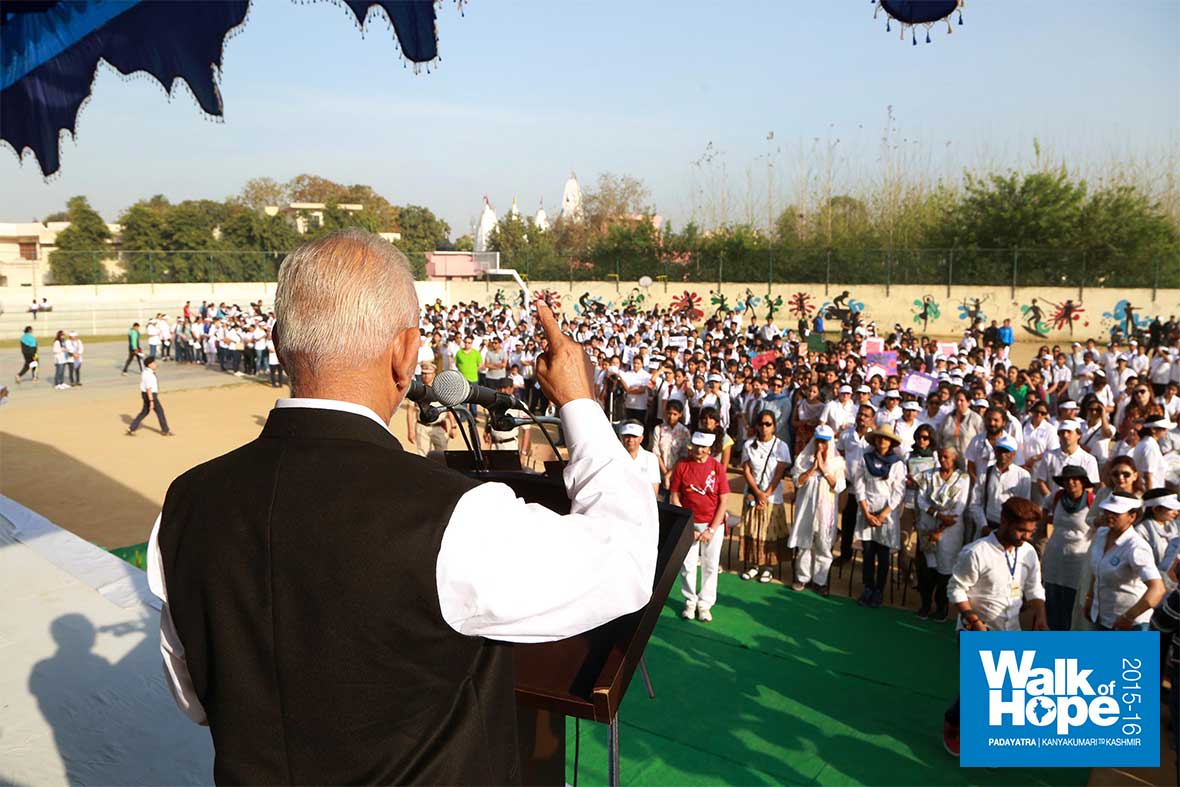 1.Sri-M-addresses-the-students-and-co-walkers-just-before-start-of-walk,-Cambridge-International-School,-Jalandhar,-Punjab