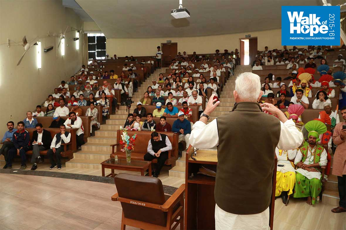 13.Addressing-the-staff-and-students-of-Dept-of-Physics,-Panjab-University,-Chandigarh
