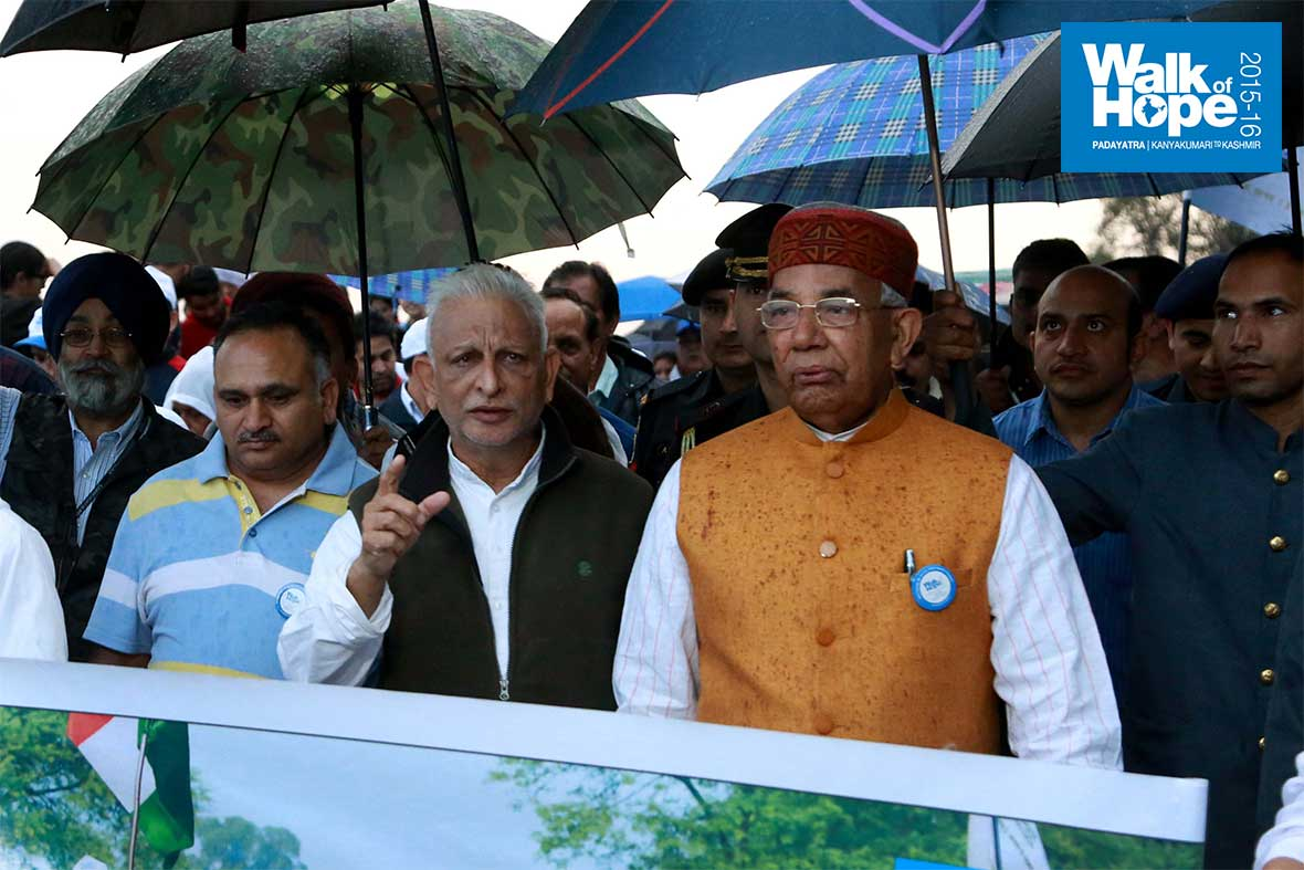 2.His-Excellency-Sri-Kaptan-Singh-Solanki,-the-Governor-of-Punjab-&-Haryana-joins-the-Padayatra,-Sukhna-Lake,-Chandigarh