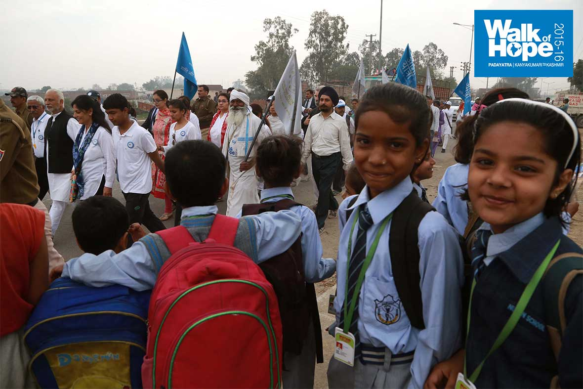 2.What-a-sight-as-we-go-to-school!,-Balabgarh-Chowk,-Sonipat,-Haryana