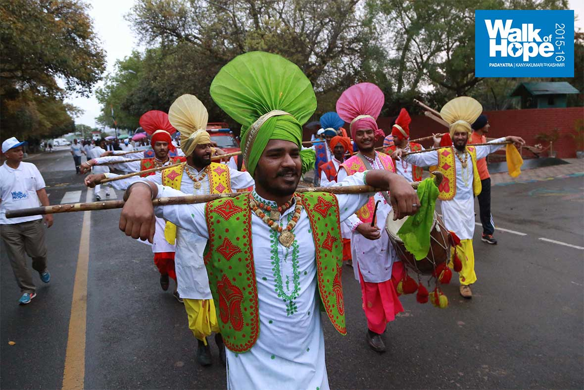 4.Colourful-accompaniment-in-the-form-of-Bhangda-dancers!,-Chandigarh,-Haryana