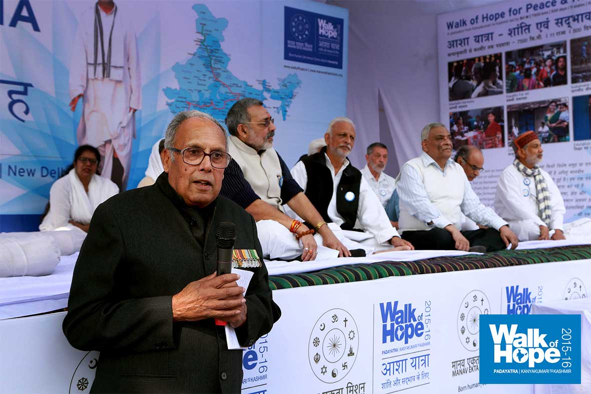 8.Major-General-Chandrakant-Singh-addresses-the-gathering,-Jantar-Mantar,-New-Delhi