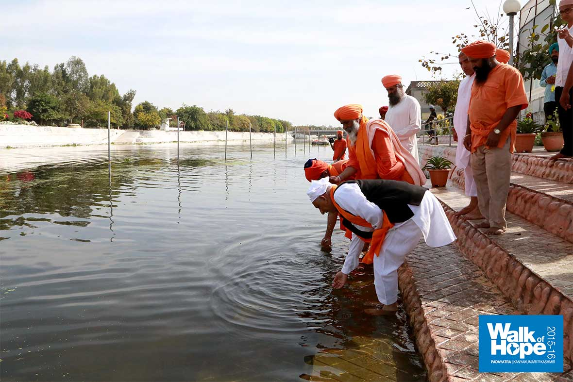 9.The-holy-waters-of-Kali-Bein-river,-into-which-Guru-Nanak-disappeared-for-three-days!,-Kapurthala,-Punjab