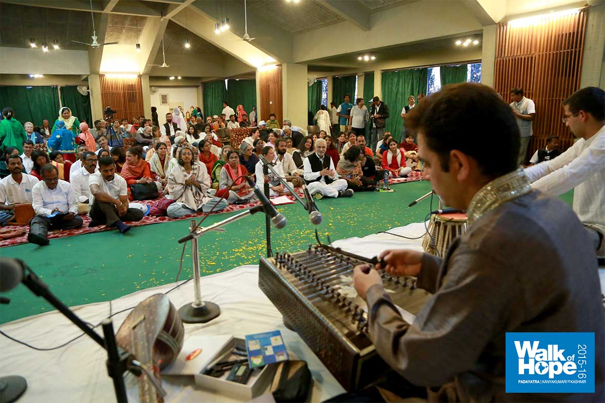 11.Sufiana-Music-that-tugged-the-hearts-strings-Hotel-Centaur-Srinagar-JK
