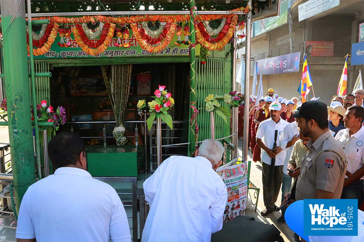 4.In-front-of-Dargah-Sharif-Baba-Pir-Mahalji,-Model-Town,-Pathankot