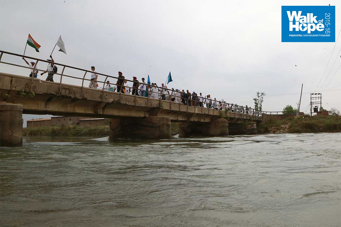 8.Crossing-the-bridge-to-Village-Barth,-Pathankot,-Punjab