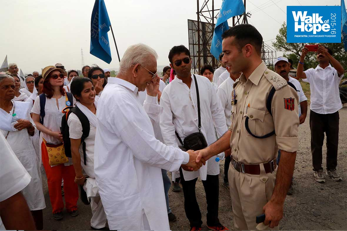 8.We-are-in-safe-hands!,-J&K-police,-our-guardians-for-a-fortnight!,-Kathua,-J&K