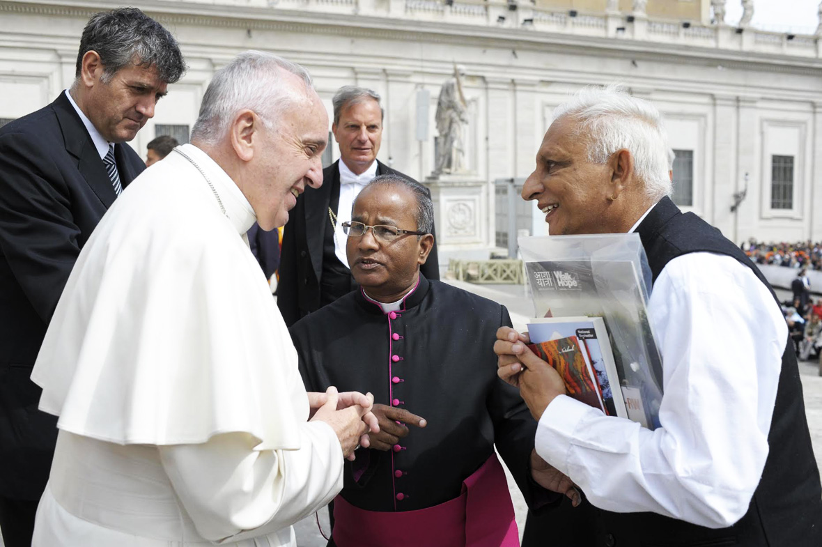 Sri-M-meets-the-Pope-April-2016-Walk-of-Hope-2015-16